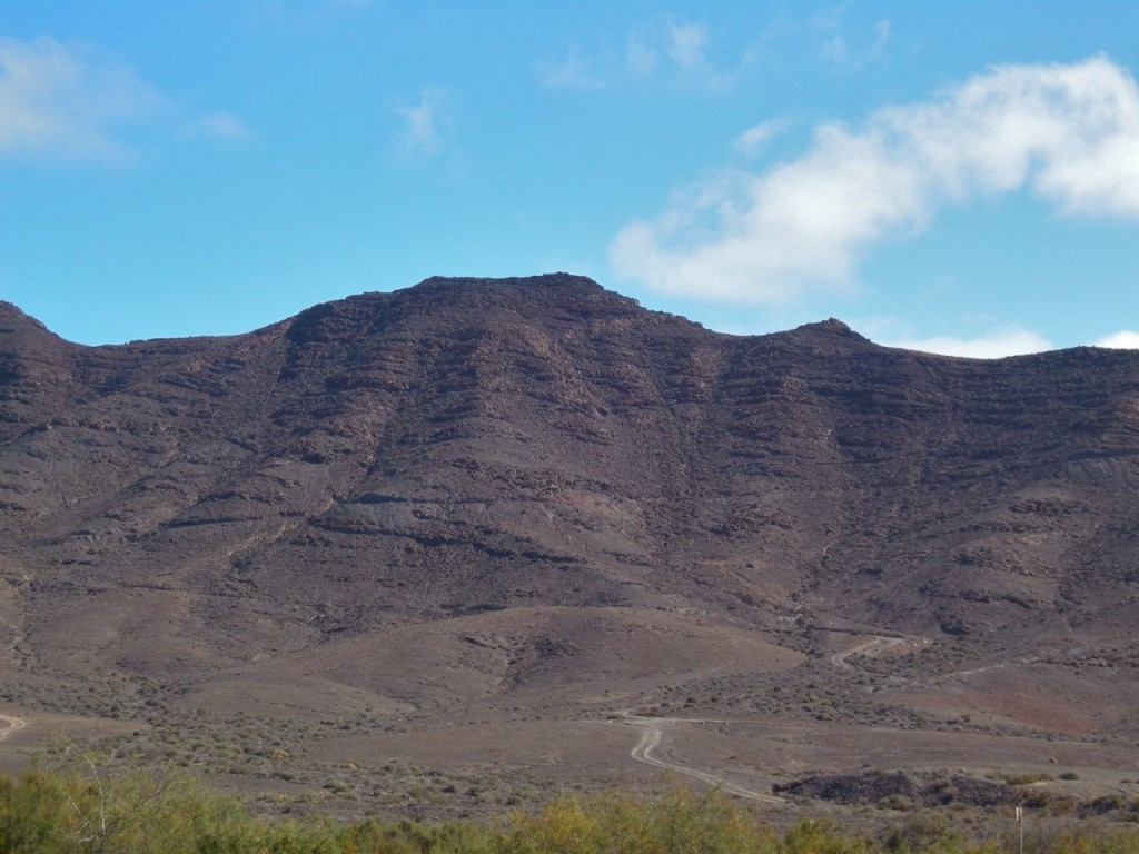 Det är bergigt här. För att komma till Gran Tarajal kan man gå en stärkande promenad över bergen.